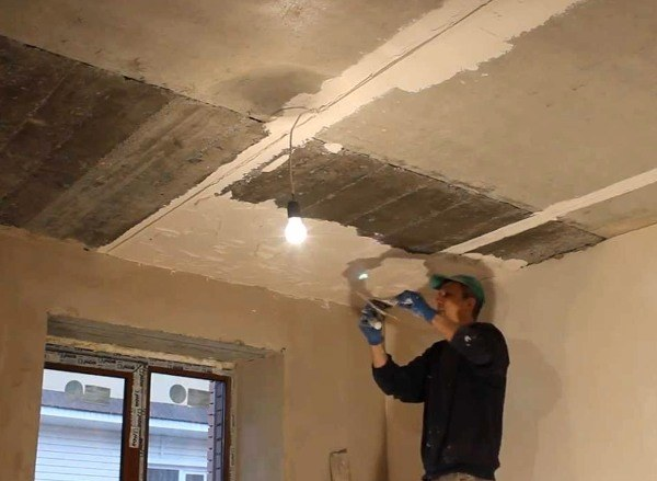 Сглаживание поверхности потолка
